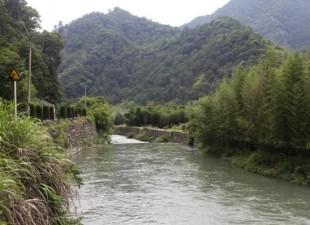 Cleaning Up Xiejiaqiao's Yuxi River